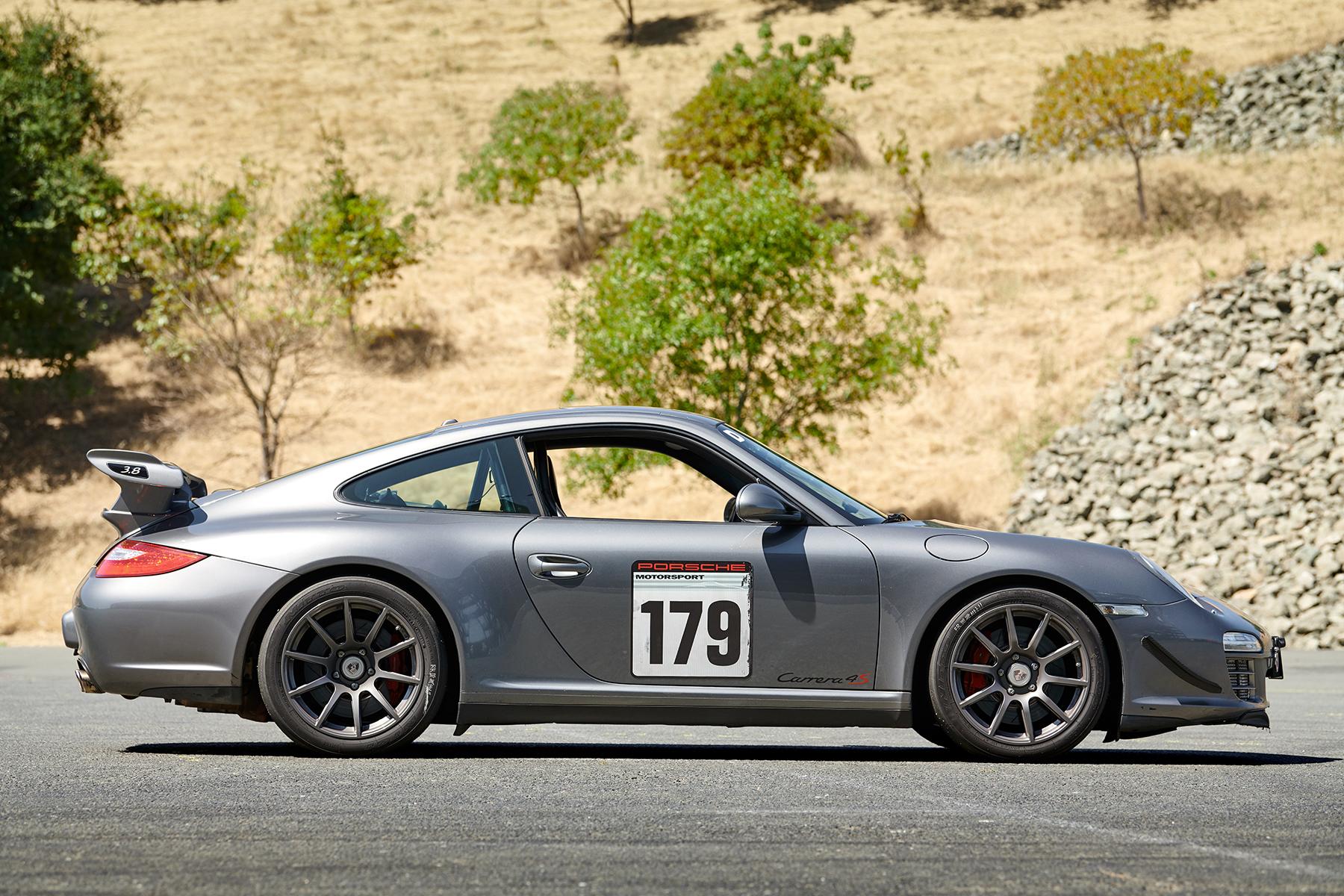 Porsche 997.2 Carrera 4S with APEX SM-10 Wheels